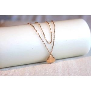 Jewelry - Sea shell gold tone layered necklace